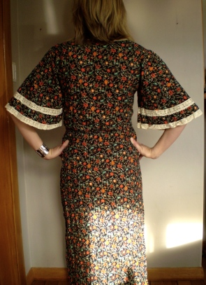 Offsquare.com refashioned this ugly wonder into a stunning summer dress. She does tons of inspiring refashions!