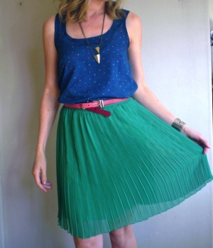 Cute kelly-green skirt // Offsquare.com